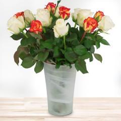 15 orange-weiße Rosen